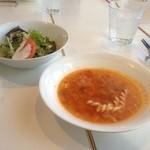 Zonaforutonato - ランチ、スープとサラダです。