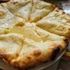 ルプラチミ - 料理写真:真ん中甘い系のチーズナン♡
