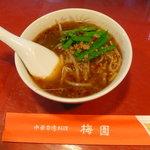 梅園 - am2時の台湾ラーメン、ハーフでも注文できるのが嬉しい(¥380)