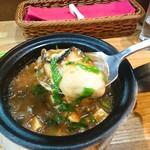 台湾料理 光春 - 牡蠣と豆腐の土鍋煮込み