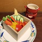 ガブ飲み和牛酒場 にくまれ屋 - 選ばれし野菜たちのバーニャカウダ(980円)