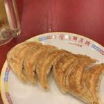 大阪王将 - 餃子260円ですね...、焼き色が美しい