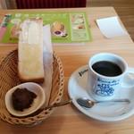コメダ珈琲店 - ブレンドコーヒーにモーニングCセット(小倉餡)440円(税込)