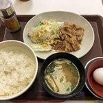 すき家 - 豚生姜焼き朝食(税込390円)