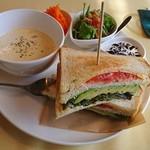 cafe しずく - 料理写真:ホットサンド「アボカド、チーズ、トマト」