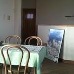 スイートコーンズ - 2階のテーブル