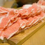 但馬屋 - 『国産牛コース』4,000円。 お肉は、国産牛肩バラ・上牛ロース・豚バラ・ 豚肩ロース・鶏ももが食べ放題。