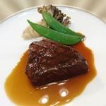 104296837 - 牛フィレ肉のグリエ トリュフ風味のポテトピュレとともに