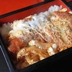 松の - 料理写真:かつ重