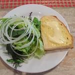 104304904 - サラダとパン