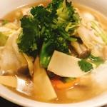 104307722 - ランチ野菜湯麺 880円
