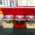壱七家 - 胡椒、白胡麻、刻み生姜、辛味、にんにく。