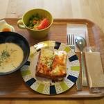 cafeひなぎく - 料理写真:ランチセット(白パンのクロックムッシュとサーモンのクリームスープ)