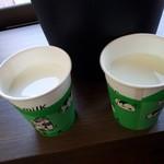 チーズキャビン - ドリンク写真:チーズドリンク(50円)と牛乳(50円)