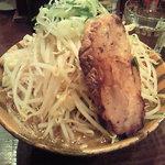 10432171 - ガッツらーめん(正油、カタロース、野菜追い増し) 750円