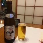 春日鮨 - 飲みながら待つです。