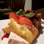 カフェ ド SaRa - 生チョコ&イチゴシフォンケーキ
