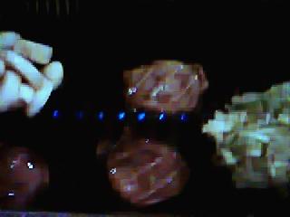 焼肉ハウス 暖家 昭島店 - 左 にんにく焼 お肉 上タン塩 右 あじネギ