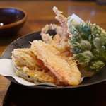 石臼十割そば 森久 - ゲソと野菜の天ぷら