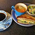 モグモグ カフェ - ホットコーヒー(400円)、モーニング・サンドイッチセット