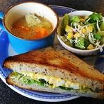 モグモグ カフェ - モーニング・サンドイッチセット(サンドイッチ、サラダ、スープ)