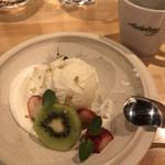 アンソロジー - ココナッツのアイスクリーム ホエイクリーム添え