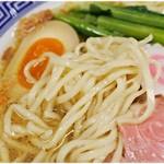 サバ6製麺所 - 食感、風味共に強い麺。