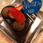 FLO・プレステージュ - ハートのショコラ・ノワール(529円)はココアスポンジにココアクランブルと、チョコムースを重ねてある☆彡 オレンジの香りが爽やか!