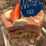 FLO・プレステージュ - ハートのフロマージュ・ルージュ(529円)はスポンジにクランブルと苺フランボワーズソースと、苺風味のレアチーズムースを重ねてある☆彡 濃厚なムースが美味しい〜!