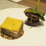 104351854 - 神戸ビーフのパテと鮑とマッシュルームのオーブン焼き