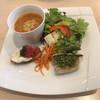 イルチェッポ - 料理写真:トマトのミネストローネ、サラダ、 リコッタチーズのブルスケッタ、コハダの香草焼き