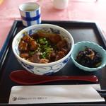 新南愛知カントリークラブ - ミニ丼セットのどて丼(セットは1400円)