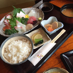 海鮮処 兄弟 - おまかせ刺身定食 ¥1490(税込)