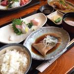 海鮮処 兄弟 - お魚づくし定食 ¥1274(税込)