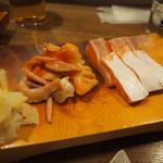 ふさ鮨 - お造り(赤貝、サーモン)