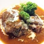 トラウベ - 牛すね肉のホロホロ煮込み