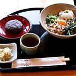 竹の子 - 五色うどん おはぎつきです。ヘルシーなうどんに手作りのおはぎが付いたメニュー。553kcalとローカロリーです。