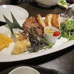 ナポリピッツァと炭火肉イタリアン酒場HIRO - チーズの盛り合わせ(エダム、テロワール、ゴルゴンゾーラ)