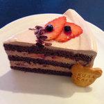 クマ カフェ - 苺のチョコレートショート