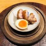 104370591 - 名古屋コーチンの塩焼き 瞬間燻製 燻玉