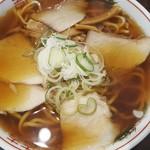 104370646 - 醤油らーめん(大)650円