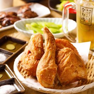必ず食べるべき逸品は丸鶏の素揚げ!
