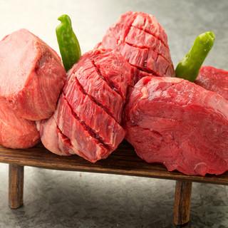 迫力満点の塊肉!写真映え☆名物!肉盛りチョモランマ♪