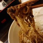 布施丿貫 - 「牡蠣玉(冷)」の麺と牡蠣ペーストの絡み