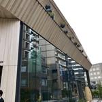 スターバックス リザーブ ロースタリー トウキョウ - 建物の側面