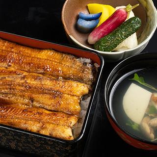 ふっくらと焼き上げた国産鰻を、先代直伝のたれでご提供します