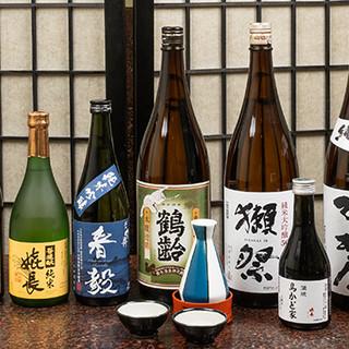 伝統の逸品は、各地から取り揃えた美酒と共にご堪能あれ