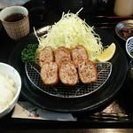 とんかつ専門店 かつ坊 - 料理写真:黒豚メンチカツ定食。