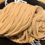 中華蕎麦 とみ田 - つけ麺(並)の麺を角度替えて。