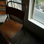 三人灯 - 不揃いの椅子達